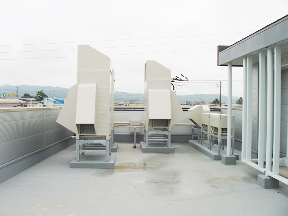 エアコン工事(三沢東部小学校):六興整熱工業の施工事例